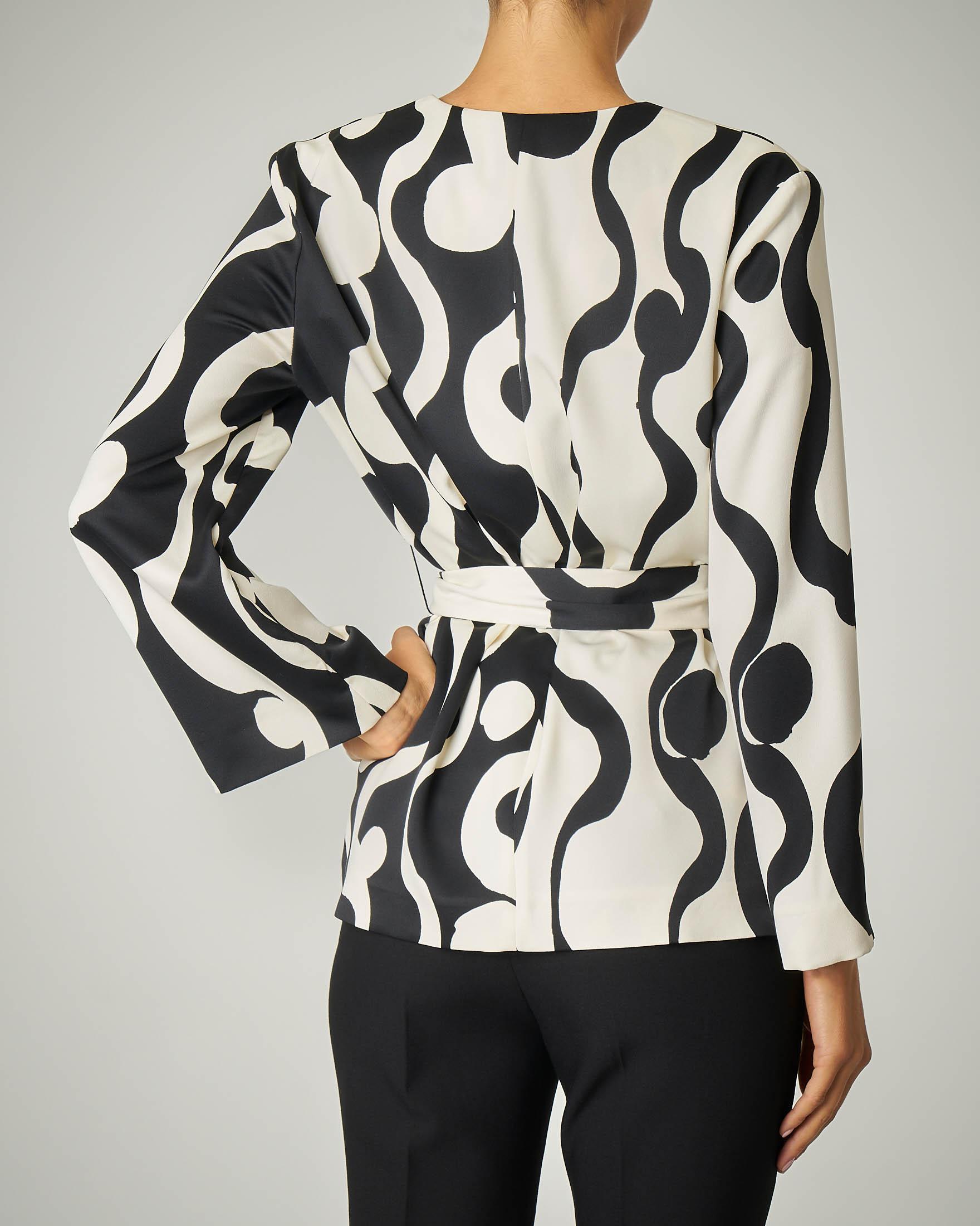 Giacca a kimono a fantasia con disegni colore bianco e nero