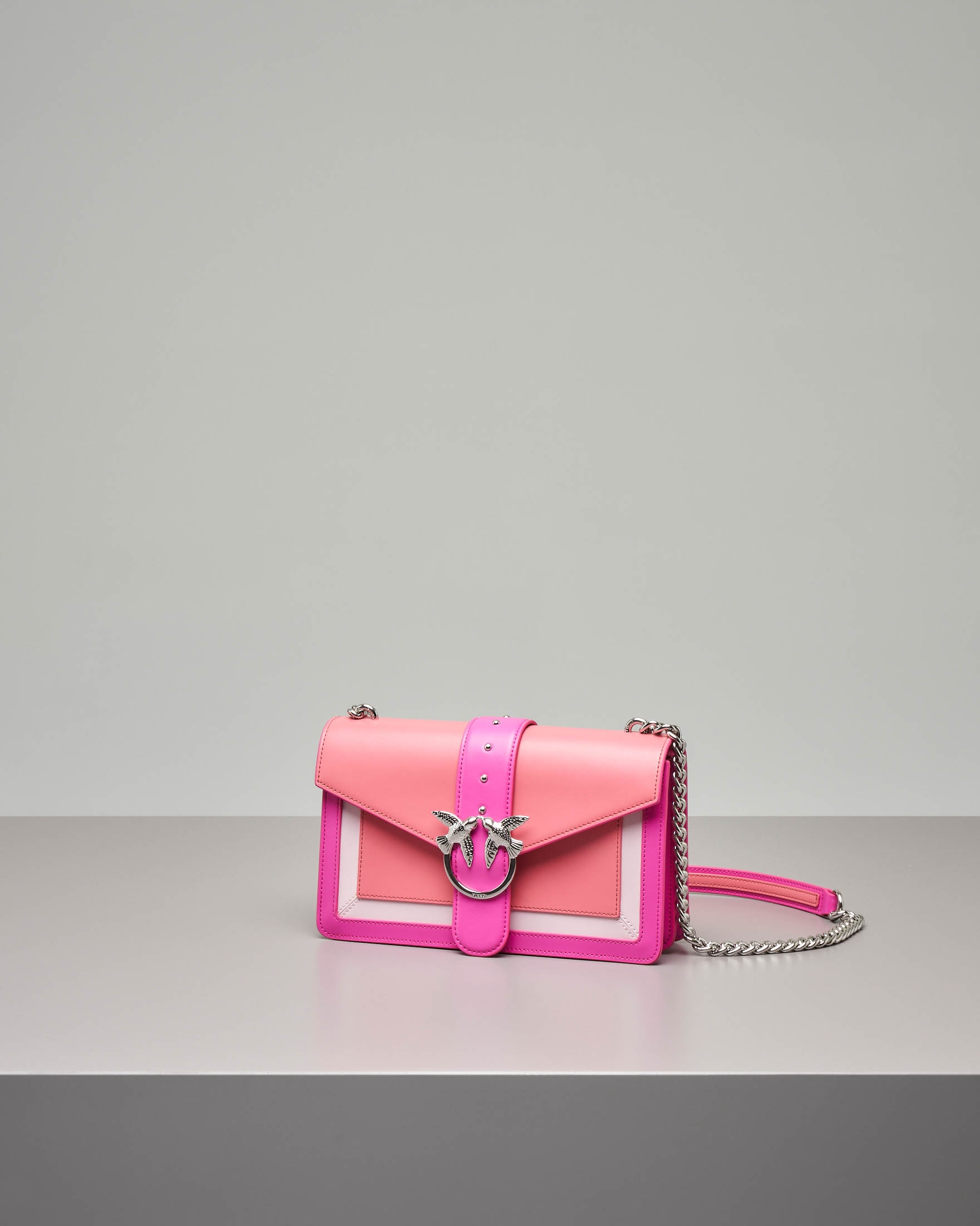Love Evolution Bag in pelle fucsia con inserti bianchi e corallo
