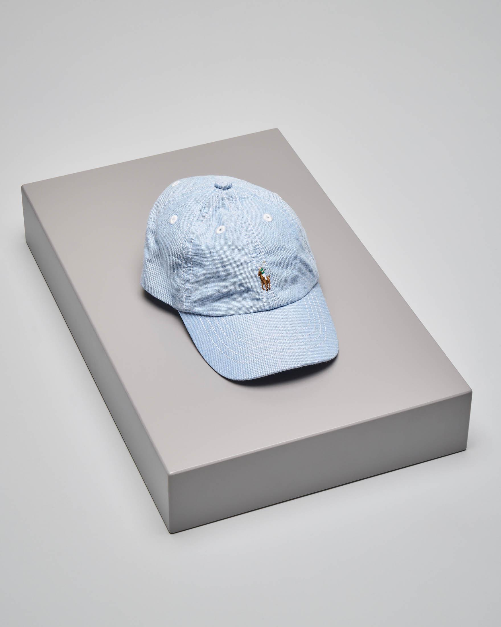 Cappellino azzurro con logo pony